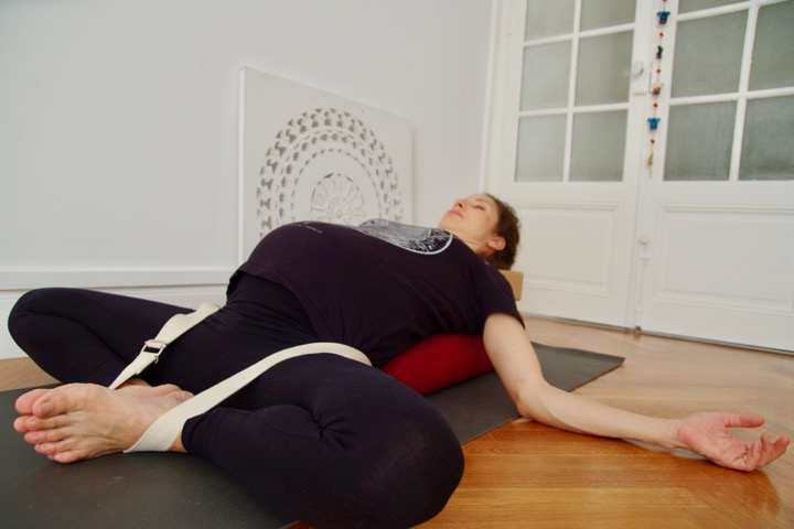 supta baddha konasana avec sangle Enso yoga Nice Yoga restorative